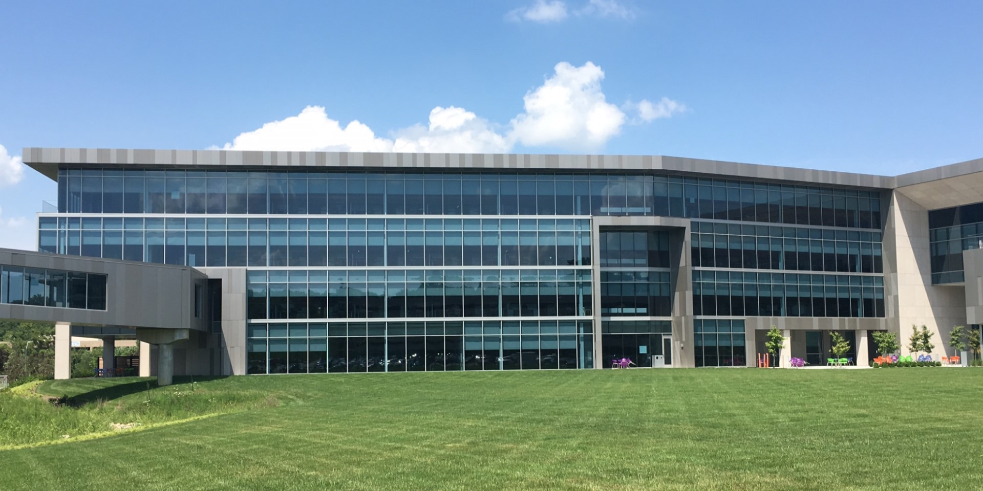 Burns & McDonnell Canadian Headquarters | Solarban® z75 Glass (Solarban® 70 Optiblue® Glass)