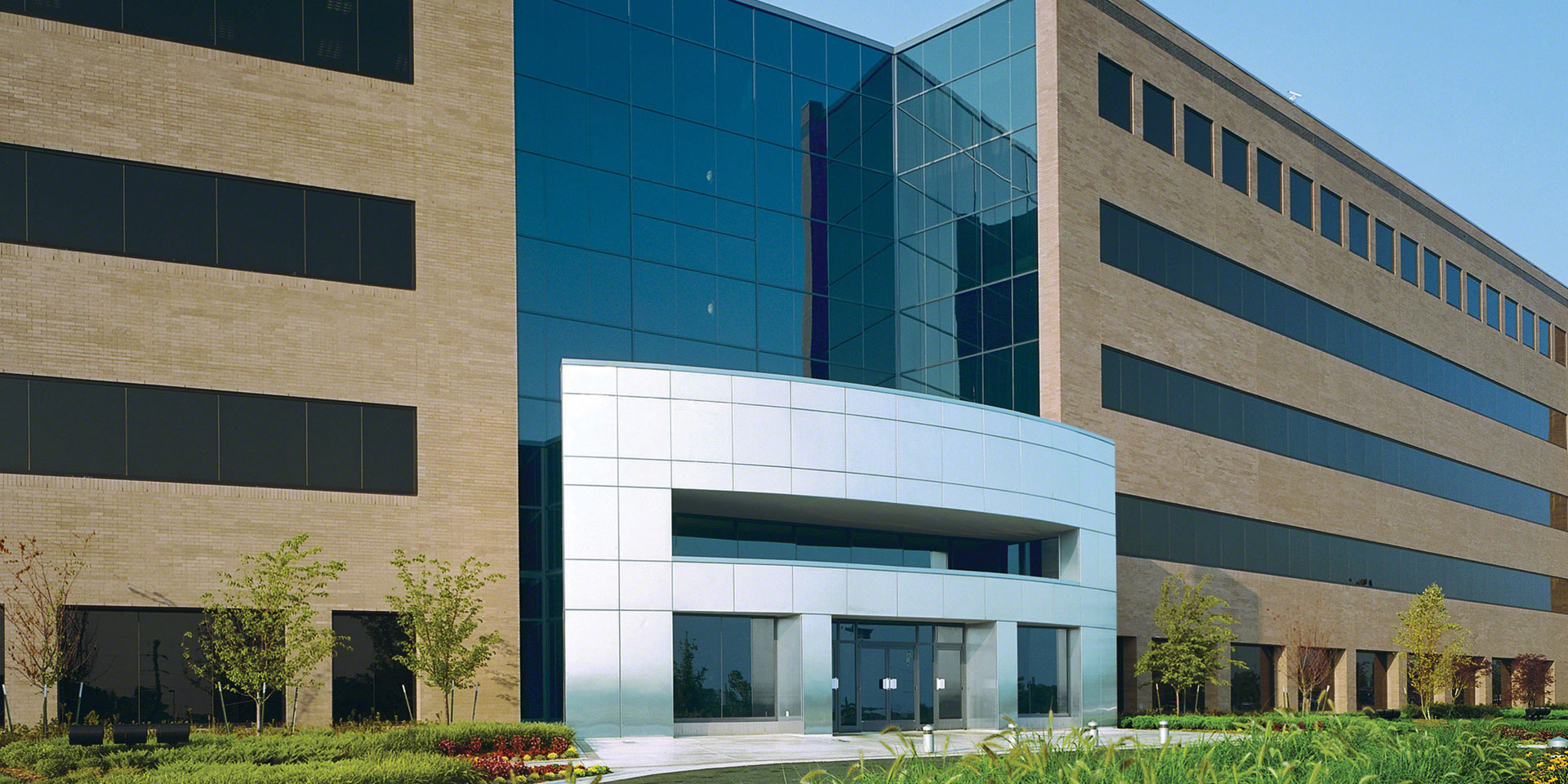 Beverly Headquarters | Graylite® Glass